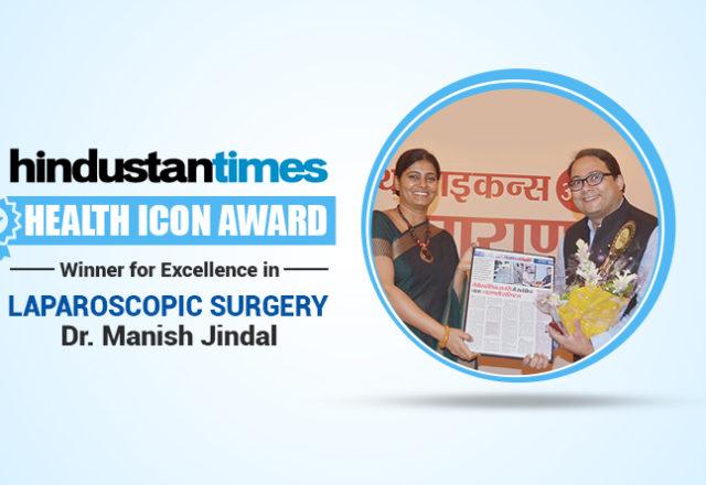 Dr. Manish Jindal receiving Award