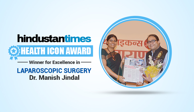 Dr. Manish Jindal receiving Award
